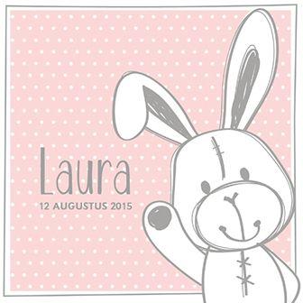 Hallo lief klein meisje! Dit geboortekaartje is voorzien van een schattige haas op een roze achtergrond.