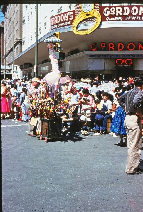 Gordon's Jewelry Store- The Battle of Flowers Parade   San ...