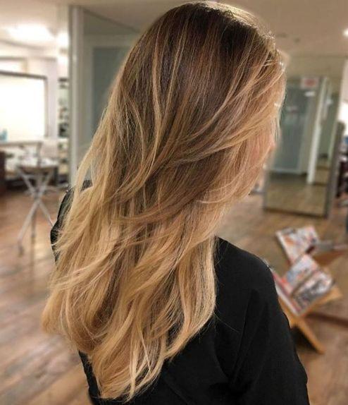 Langes gestuftes Ombre-Haar