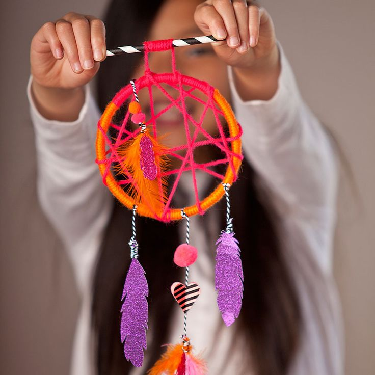 https://www.fatbraintoys.com/toy_companies/ann_williams/craft_tastic_dream_catcher_kit.cfm