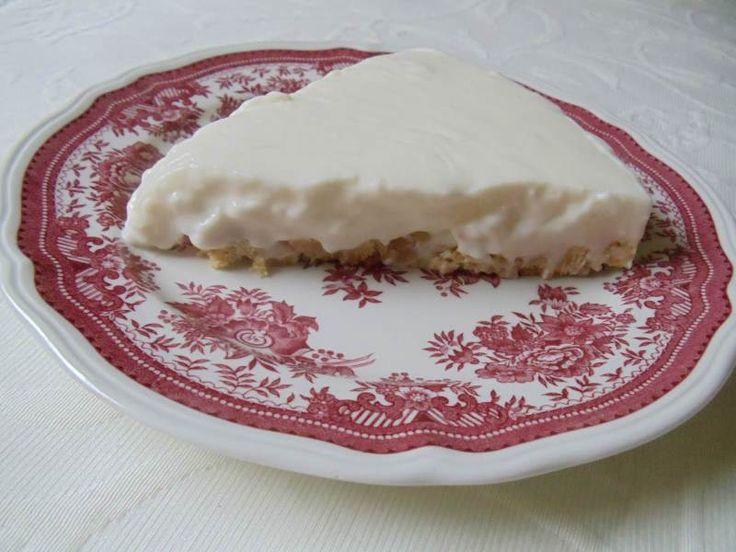 Yoğurtlu Pasta - Nesrin Kismar #yemekmutfak.com Süzme yoğurtla yapılan, hafif ve serinletici özellikte, sıcak havalarda yemek için ideal bir pasta tarifi. Üstelik çok lezzetli ve yapması da oldukça kolay.