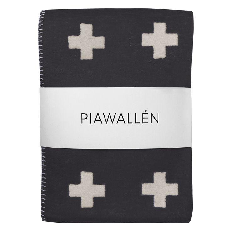 Cross pledd fra Pia Wallén. Et flott teppe produsert i 100 % bomull. Et pledd med en design som...