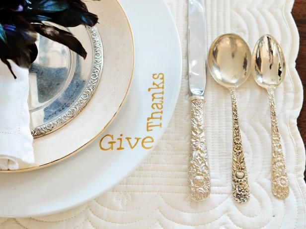 Give inexpensive white plates a high-end, custom look with a stenciled design and ceramic paint. #holidayentertaining