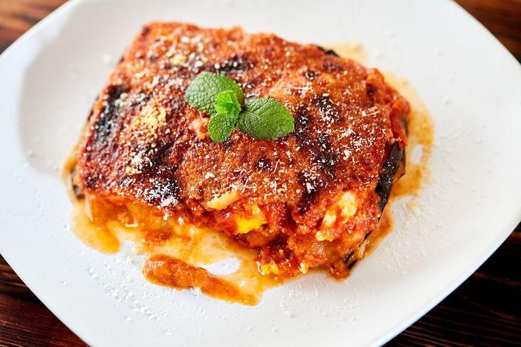 Parmigiana, ricetta estiva con un ingrediente fresco #Melanzane, #Menta, #Parmigiana, #PiattoEstivo, #Ricetta, #UovaSode http://eat.cudriec.com/?p=4098
