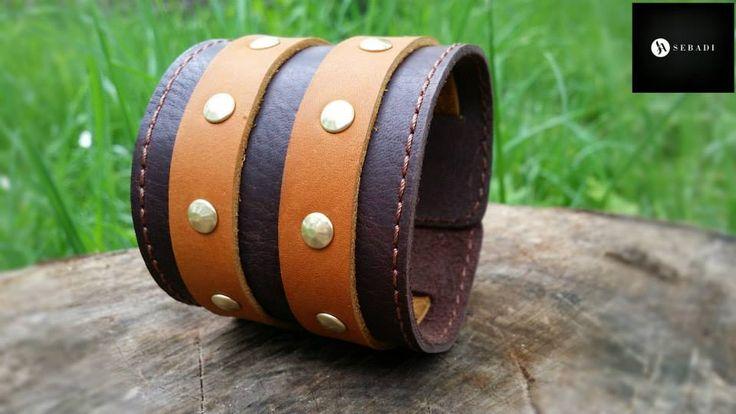 Bratara din piele naturala 17 -maro cu maro -cu barete -necaptusita -accesorizata cu nituri si catarame metalice aurii -dimensiuni: L=21,5-24cm l=6cm PRET: 70 lei