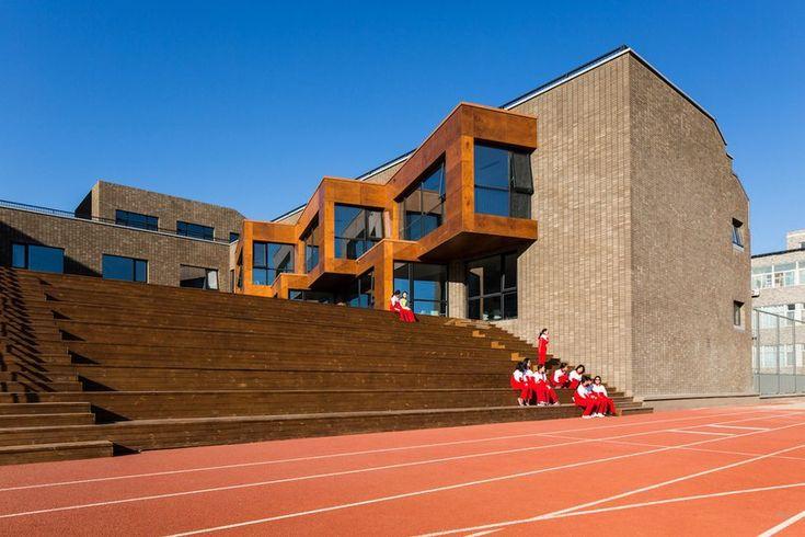 Кампус средней школы при Пекинском университете Архитектурная фирма Crossboundaries завершила работу над преобразованием кампуса средней школы при Пекинском университете в Китае. Проект является частью обширной программы по реформированию системы образования, про�