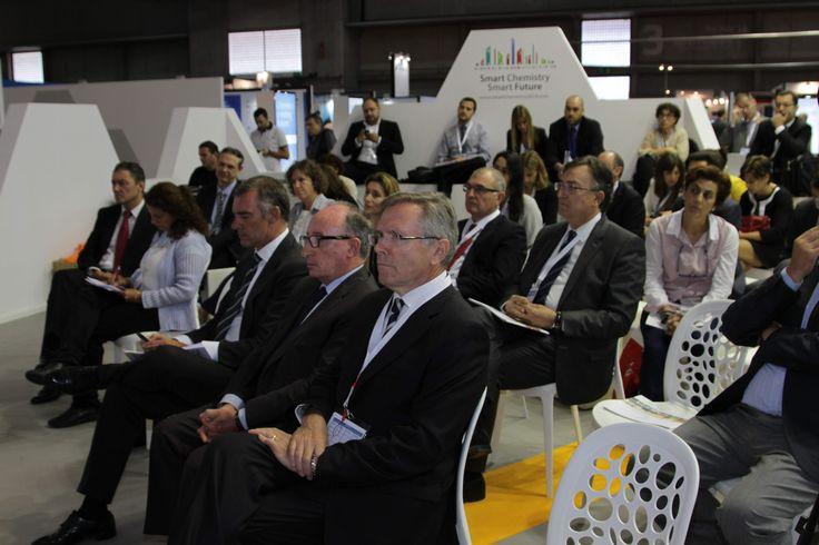 Público en el ágora de la Jornada Invest in chemicals, Invest in Spain