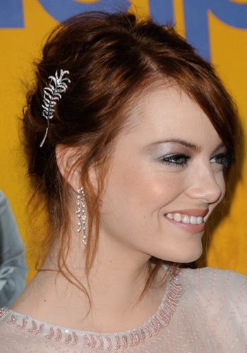 Cool Winter Hairstyles for 2011/2012 - Emma Stone knows how to pull off hair accessories!