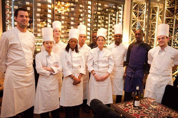 Cofravin - Cave à vin sur mesure -  Les Climats Julien et son équipe de cuisine dans l'attente des nouvelles du guide Michelin...