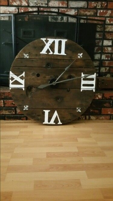 32inch Spool Clock..can't wait to redo this. Gonna sand down, lighten, and replace painted numbers with metal ones! She's a beauty..