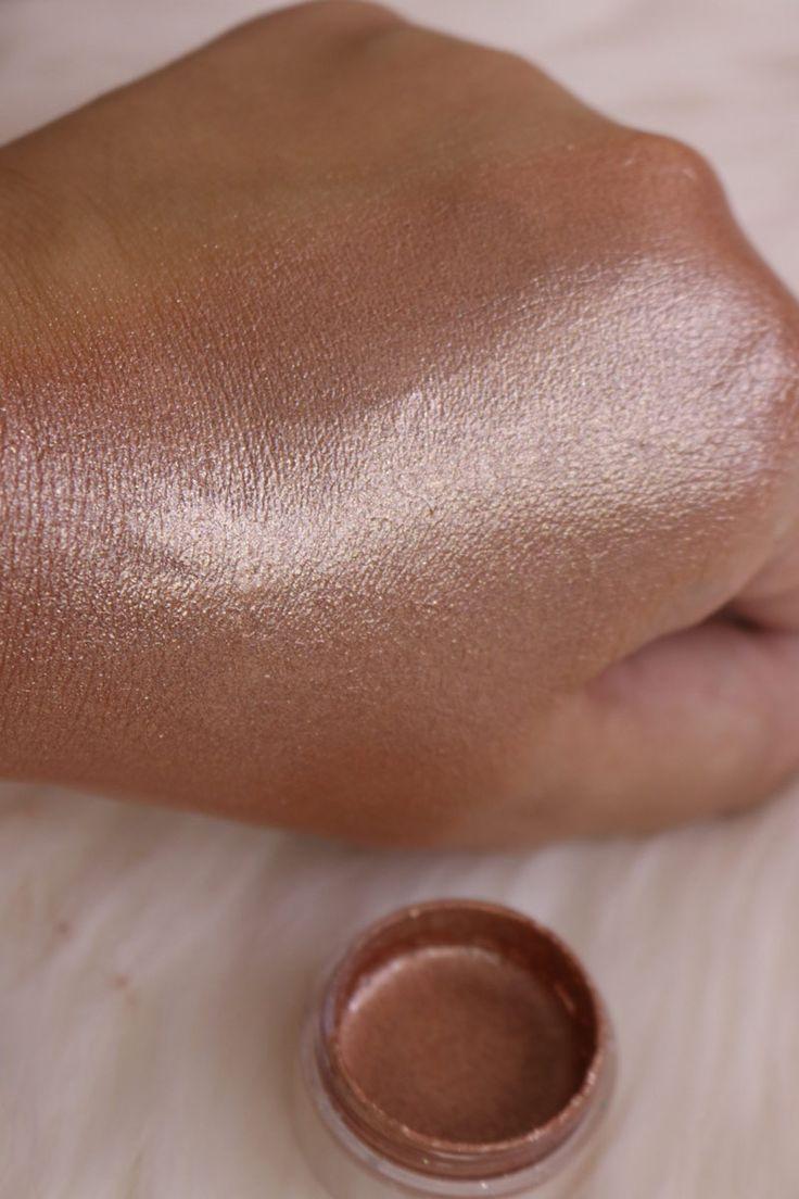 Faça seu próprio iluminador líquido - http://www.pausaparafeminices.com/maquiagem/faca-seu-proprio-iluminador-liquido/