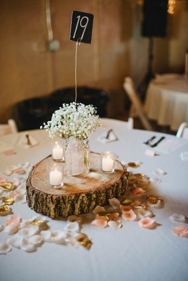 Romantic earthy wood round centerpiece | Image by Amanda Basteen