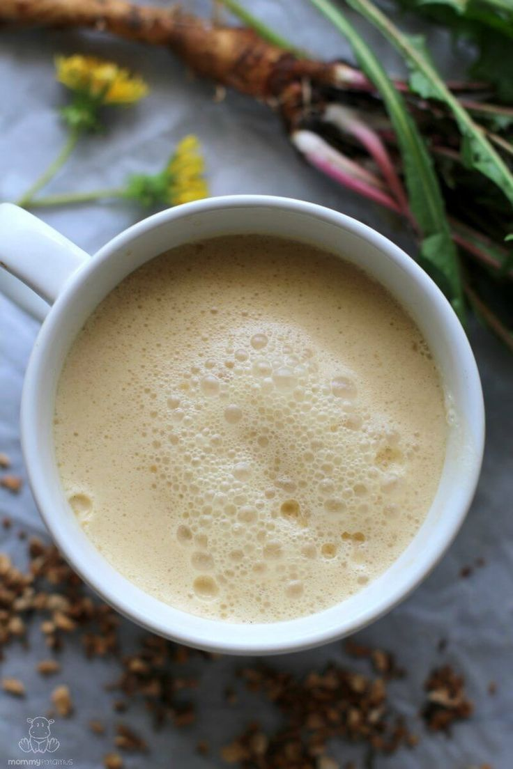 In this dandelion root tea recipe we'll be using the roots, which are helpful for balancing hormones and detoxification. They're also anti-inflammatory. Tea Recipes, Coffee Recipes, Real Food Recipes, Detox Recipes, Drink Recipes, Dandelion Benefits, Dandelion Root Tea, Coffee Substitute, Deserts