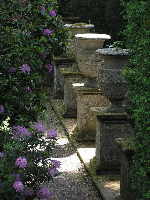 Stone urns in courtyard gardens pinterest for Courtyard stone landscape