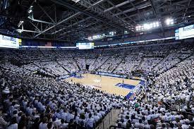 Chaifetz Arena es la arena de basquetbol y conciertos. Ustedes miran el partido de basquetbol de SLU. Muy divertido por toda la familia.