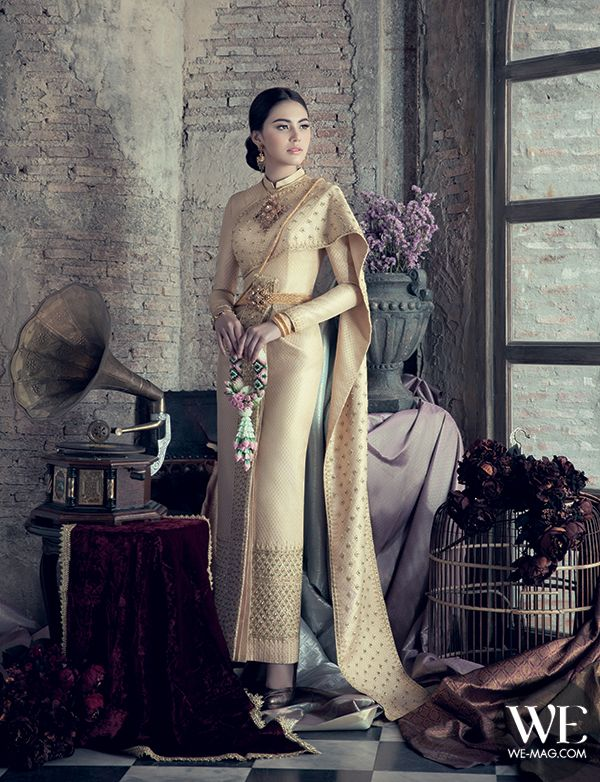 Thai Wedding Dress by JARUVAT WEDDING