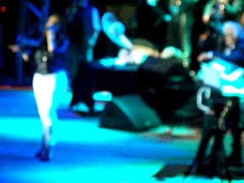 Jenni Rivera  en  el concierto de  vicente fernandez .2010
