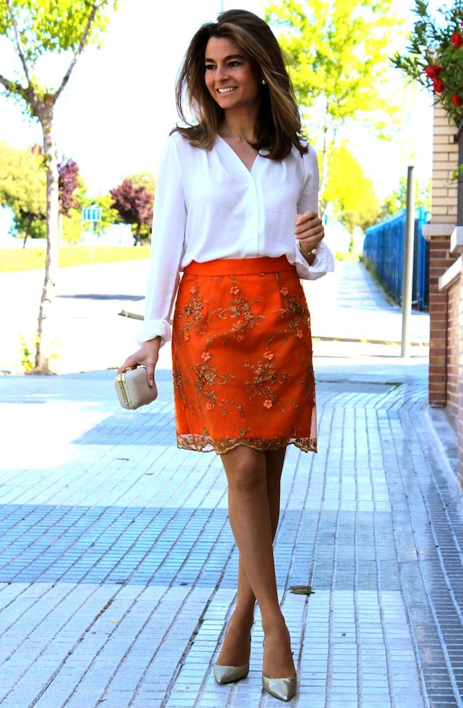 Fashion and Style Blog / Blog de Moda . Post: Oh My Looks skirt : Embroidered Skirt / Falda Oh My Looks : Falda bordada .More pictures on/ Más fotos en : http://www.ohmylooks.com/?p=22580 I wear/LLevo: Skirt /Falda : Oh My Looks Shop (info@ohmylooks.com) ; Shoes Zapatos : Pilar Burgos (New collection) ; Clutch /Bolso : Zara (old)