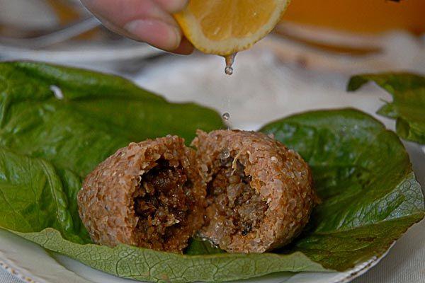 When bulgur wraps meat: Master class of Ishli Kufta