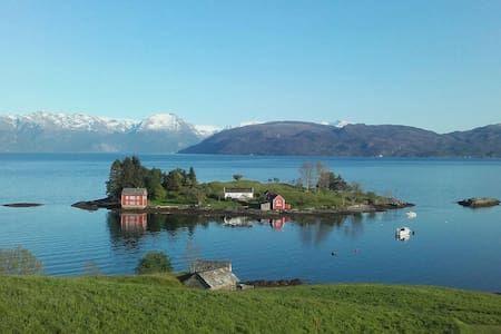 Sjekk ut dette utrolige stedet på Airbnb: Strandebarm,near Folgefonna glacier - Hus til leie i Kvam