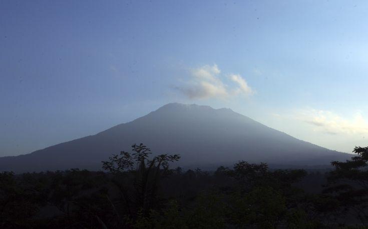 Σχεδόν 147.000 κάτοικοι στο Μπαλί απομακρύνθηκαν από τις εστίες τους λόγω κινδύνου έκρηξης ηφαιστείου