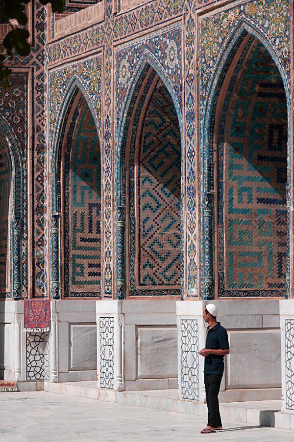 Samarcande, Registan : Samarcande, population 400 000 habitants, est une ville d'Ouzbékistan, capitale de la province de Samarcande. Wikipédia