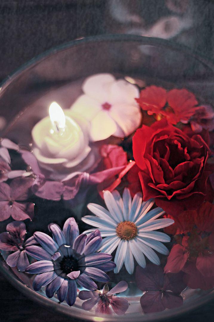 Flowers and candles. Cazadora de inspiración © Anna Tykhonova