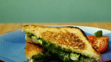 Szpinakowo-serowe tosty - remedium na poranki