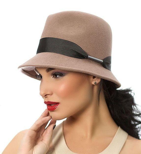 Стильные фетровые шляпы и другие головные уборы изготовленные из фетра: классические шляпы, шляпки-таблетки, кепки, широкополые шляпы. Такой головной убор идеален для холодной погоды ( весна, зима, осень)