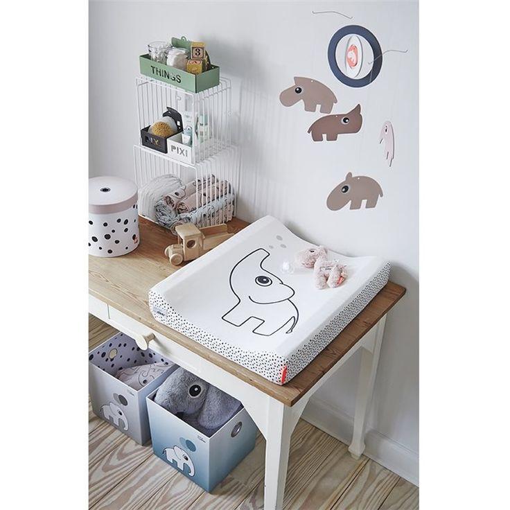Fijne kartonnen opbergdozen van het mooie merk Done by Deer. Ideaal om kleertjes, voorraad luiers en speelgoed in te bewaren. Te verkrijgen in het blauw, roze en grijs/zwart/wit bij Twee Ons Geluk.