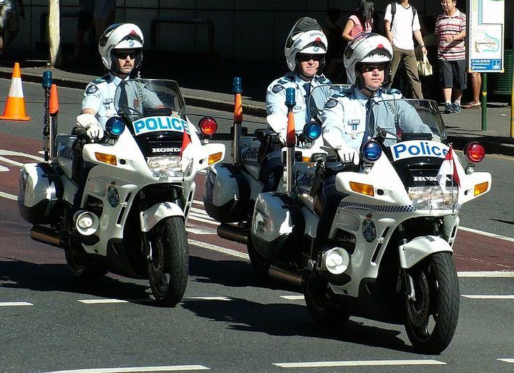 Australian Police Cars > Gallery > Queensland Police > Image: 0504-aevp_hondasolo_01