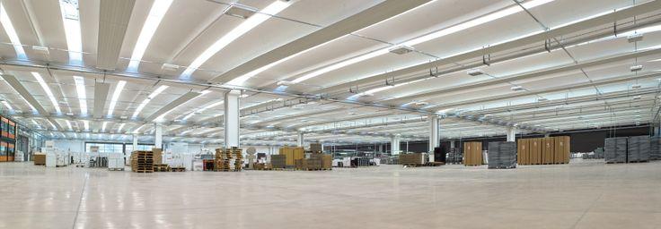 Nell'edificio realizzato da Baraclit per Gessi la copertura impiegata è il sistema Aliant. Lunghezza tegolo: 20,60 metri. Altezza utile: 6,50 metri.