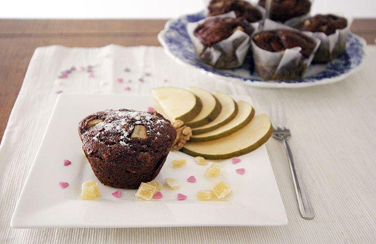 Výborně kořeněné datlové muffiny se zázvorem, hruškou a vlašskými ořechy.   Veganotic