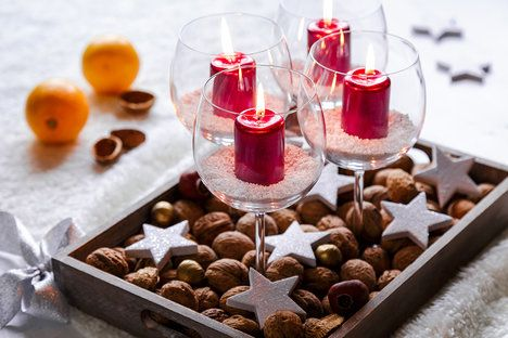Svíčky můžete vložit i do sklenic a postavit je na tácek, který dozdobíte. Sada sklenic Crystal Banquet, cena 299 Kč/6 kusů; DECODOMA