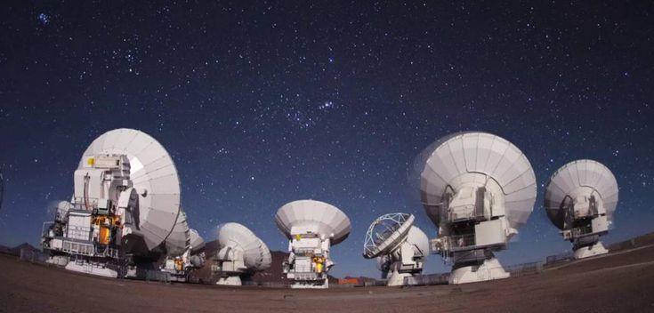 LOS NUEVOS OJOS DEL OBSERVATORIO ALMA Gracias a unos nuevos receptores, desde hoy puede detectar la presencia de agua tanto en el Sistema Solar, como fuera de él.