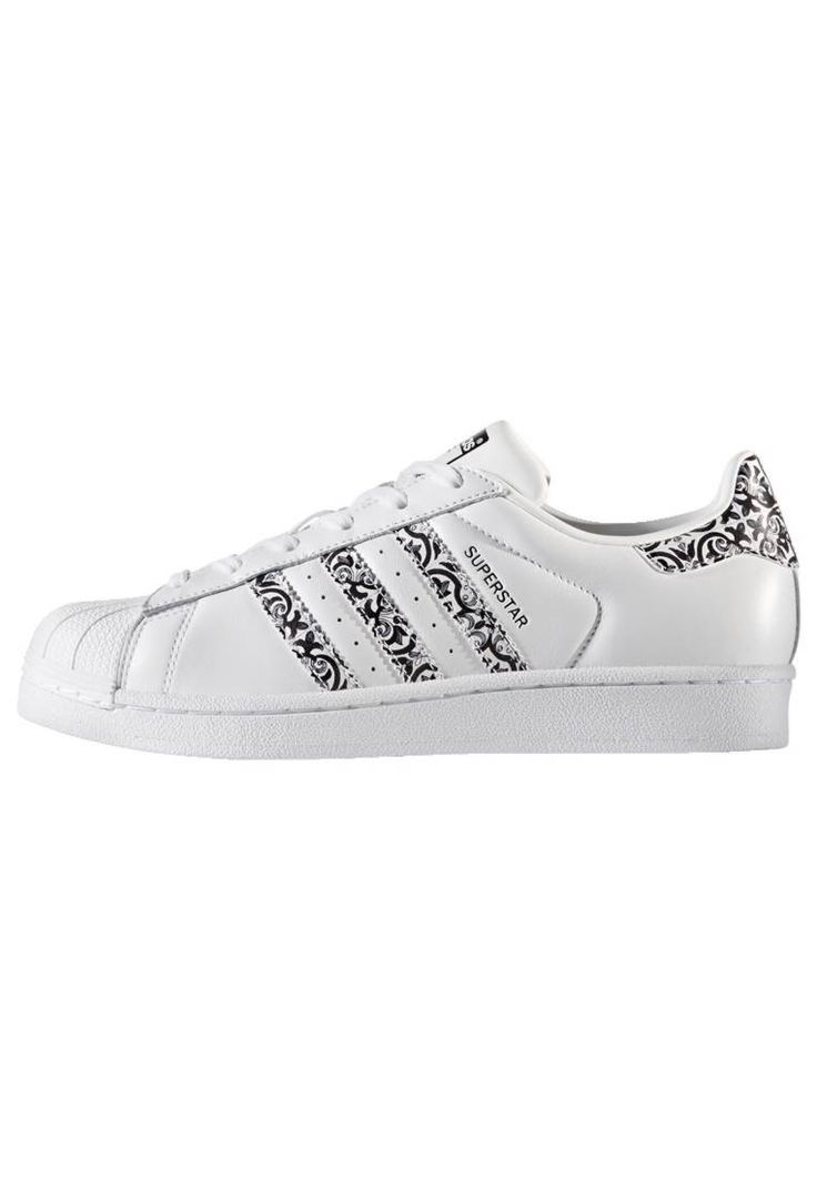 adidas Originals. Trainers - white. Pattern:plain. Sole:synthetics. Padding type:Cold padding. Shoe tip:round. Heel type:flat. Lining:synthetics. shoe fastener:laces. upper material:rubber/textile. Insole:textile