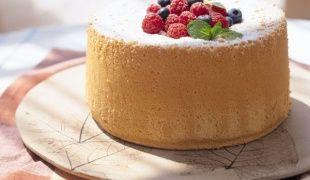 Как украшать торт засахарёнными розами