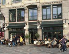 I hjertet af København ligger vores café, med udsigt ud over Amagertorv,  Storkespringvandet og Højbro Plads
