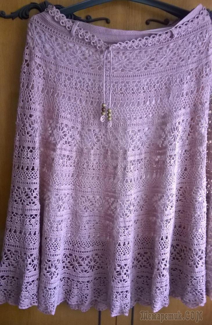 В интернете увидела очень красивую юбку. Решила её связать, но не могла подобрать пряжу. Потом нашла лён 100% (пряжа из Троицка 340м/100г), цвет – бежевый, но больше похож на пыльную розу. У меня ушло...