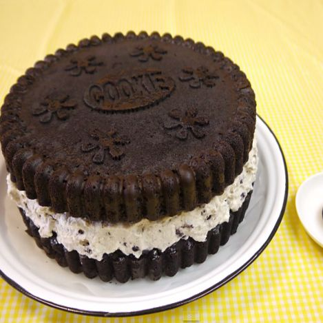 here is the giant oreo cookie cake recipe you've been searching for...