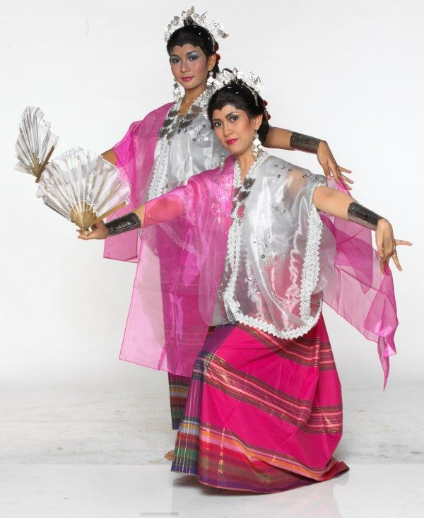 Tari Pakarena (Pakarena Dance) from Makasar, Sulawesi