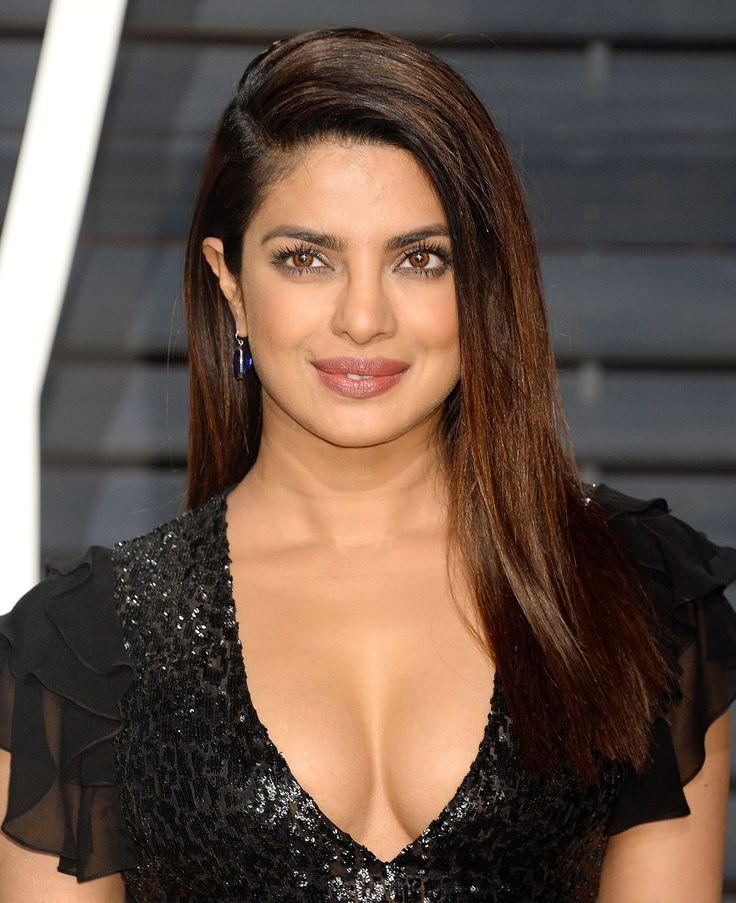 Priyanka Chopra Super Sexy Cleavage Show In Black Dress At The Vanity Fair Oscar Party 2017 in Los Angeles