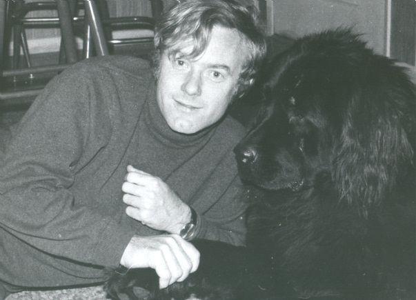 Krzysztof Komeda w domu Los Angeles ze swoim psem, fot. ze strony komeda.pl/muzeum