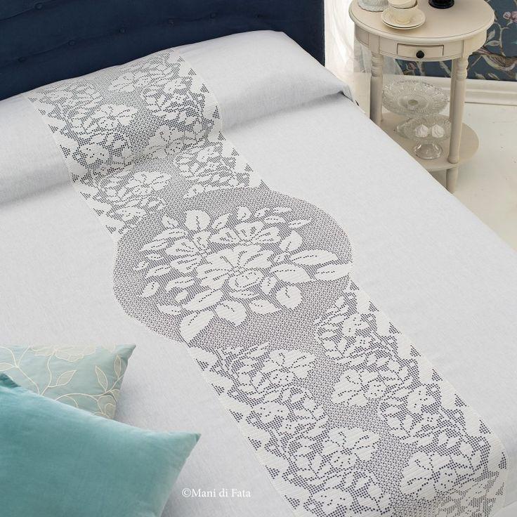 lino e schema per copriletto matrimoniale con inserto uncinetto filet