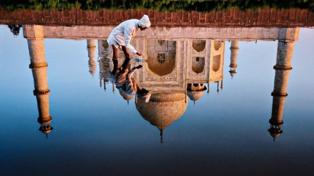 Steve McCurry's portrait of India is a feast for the eyes - BBC News