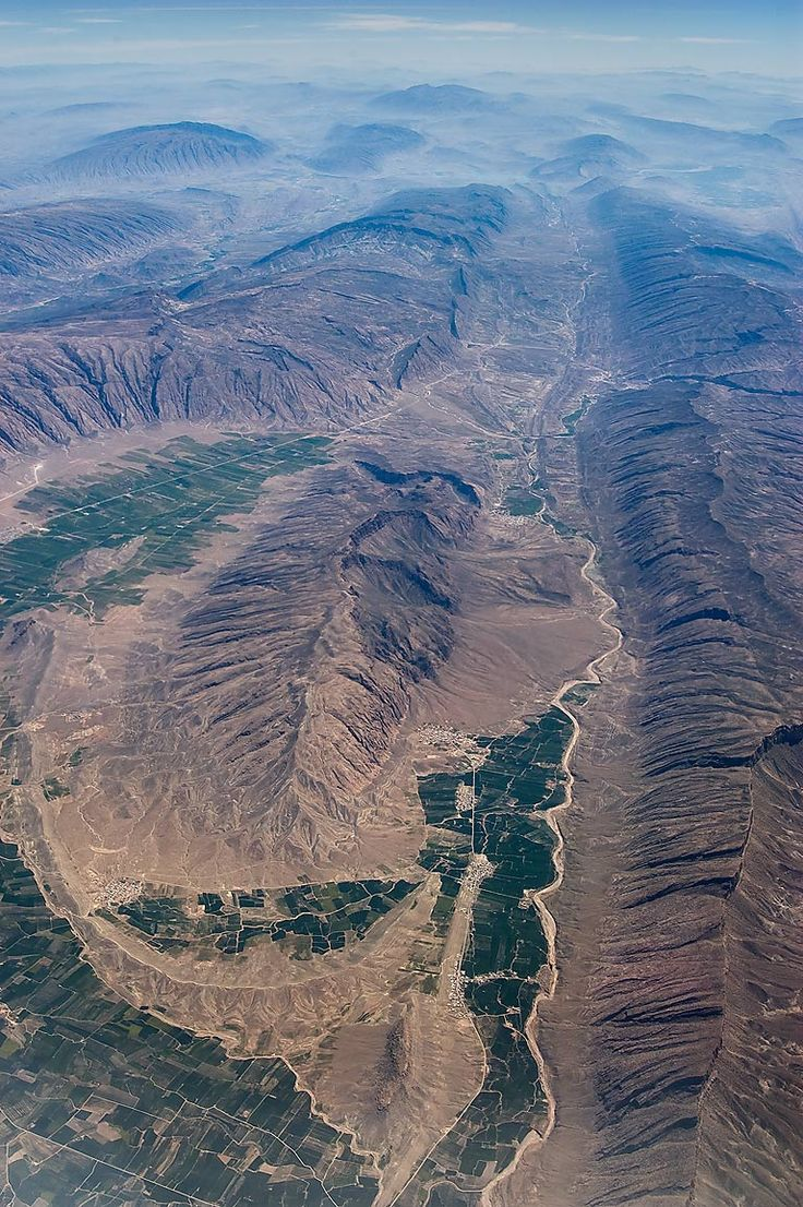 The Zagros Mountains are the largest mountain range in Iran and Iraq . During ancient times, the Zagros was the home of peoples such as the Kassites, Guti, Assyrians, Elamites and Mitanni, who periodically invaded the Sumerian and/or Akkadian cities of Mesopotamia.
