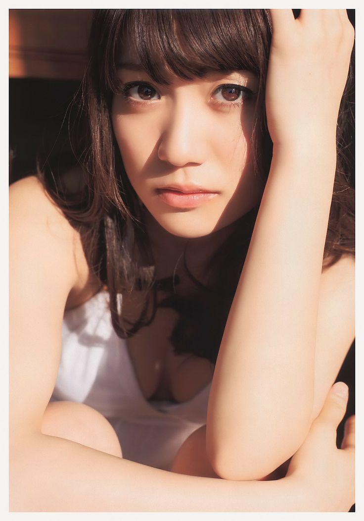 見つめる大島優子