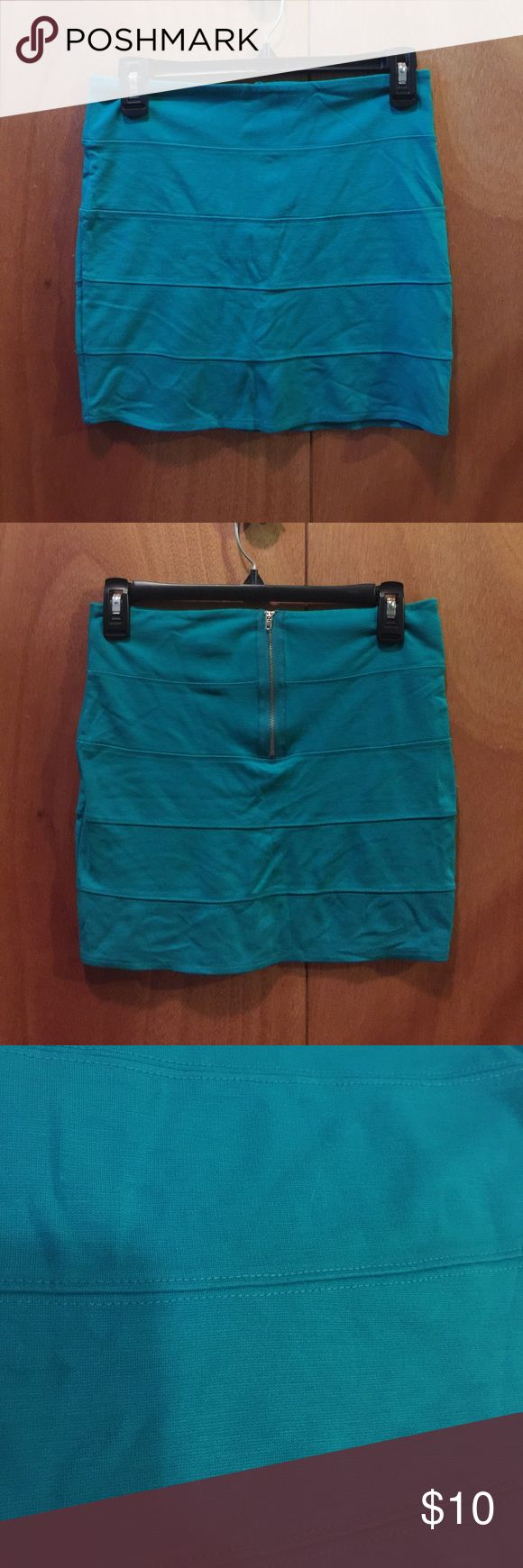 Green paneled mini skirt Green paneled mini skirt with gold back zipper detail. Gently used. Color is true green. Color was not fully captured in picture. Super cute for a night out 💃🏻 Skirts Mini