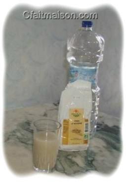Le lait d'avoine fait avec de la crème d'avoine