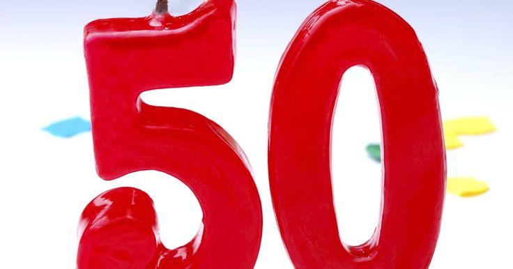 """Ideas para celebrar el 50º aniversario de una empresa. El festejo de los cincuenta años, o el """"aniversario de oro"""", es un acontecimiento importante dentro y fuera de un negocio, pero tus empleados podrían desear recibir algo más que la tradicional placa conmemorativa. Celebrar el aniversario de la compañía no es solo divertido para los trabajadores, sino que también es una oportunidad excelente para ..."""